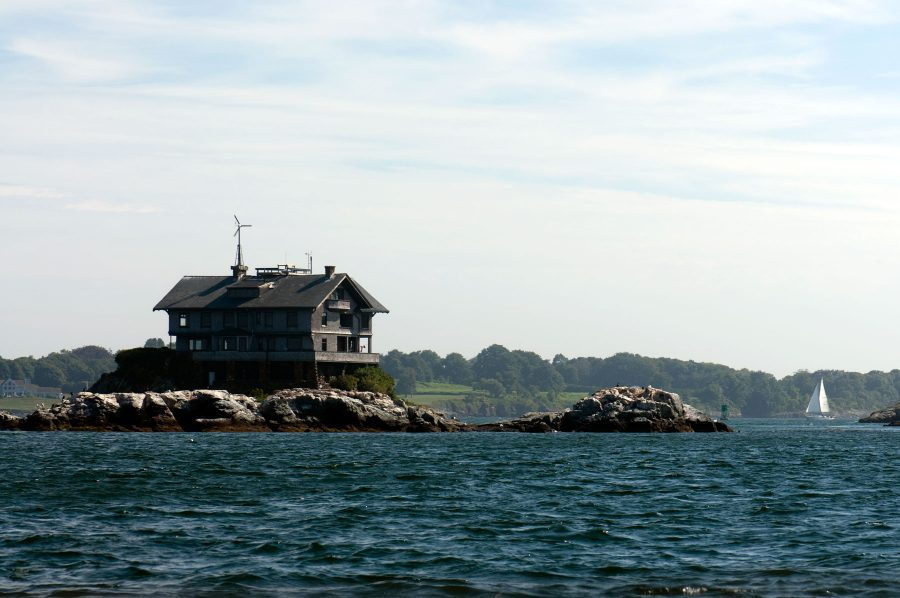 Clingstone, a historic house on the rocks in Narragansett Bay