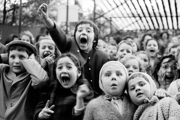 Children at puppet theater in Paris by Alfred Eisenstaedt.
