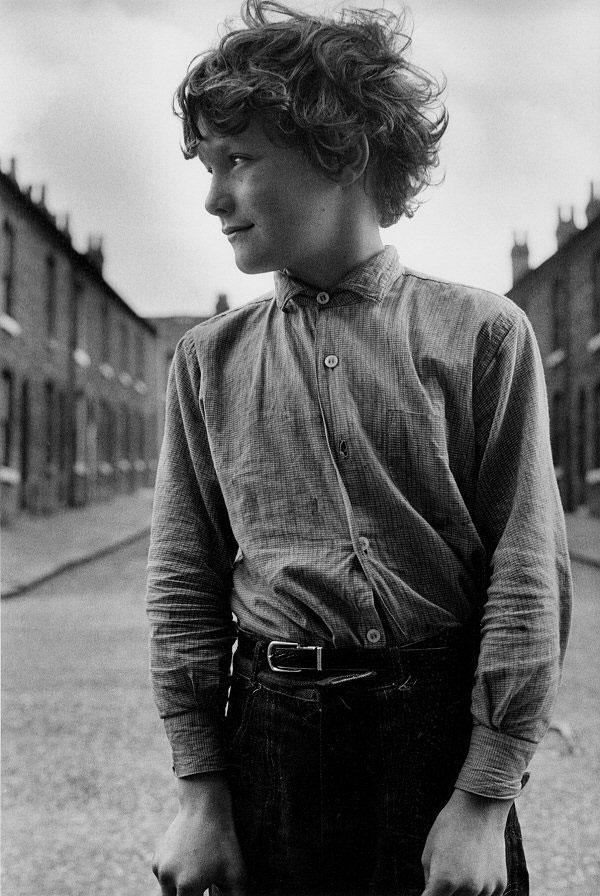 Boy in Manchester, England by photographer John Loengard.