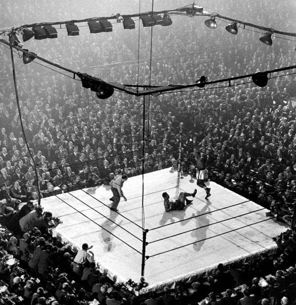 Joe Louis vs. Jersey Joe Walcott title bout in December, 1947 by Gjon Mili.