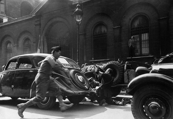 Liberation of Paris by LIFE photographer Ralph Morse in 1944.